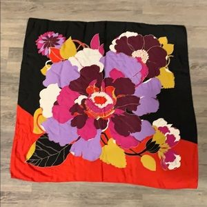 Square scarf (black and red)
